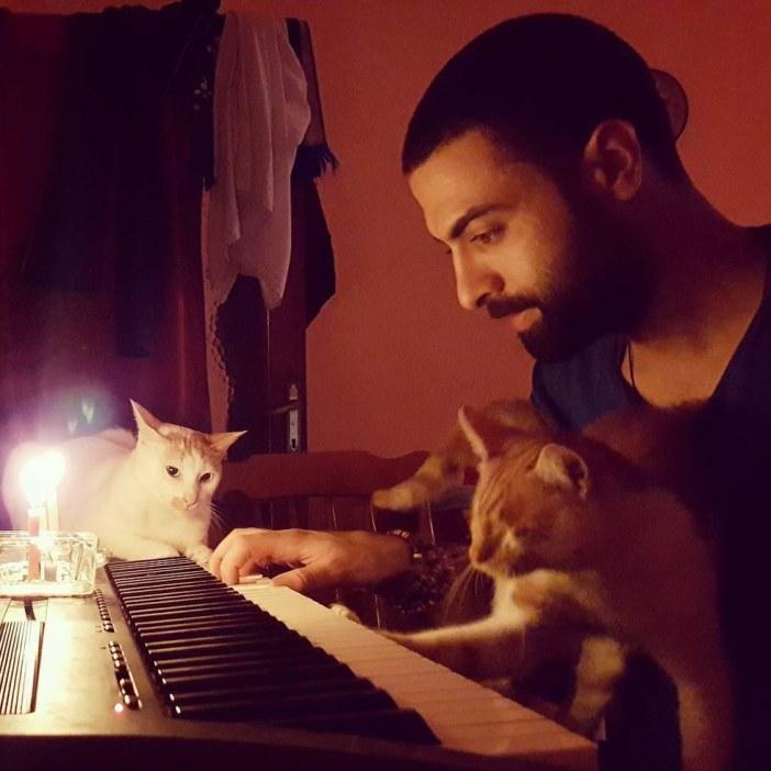 ピアノの練習と猫