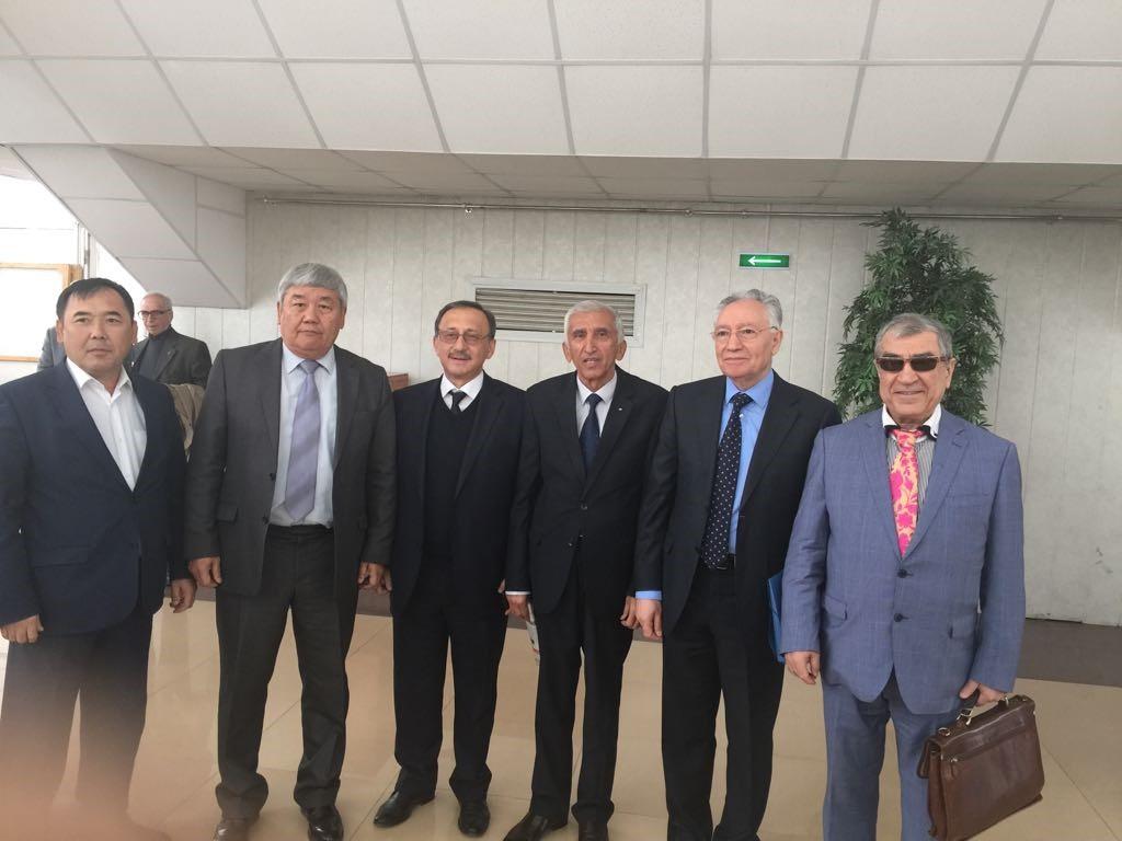 Академик Арустамян Эрнест Санатрукович (справа) и коллеги-академики МИА из Азербайджана, Узбекистана, Таджикистана, Кыргызстана