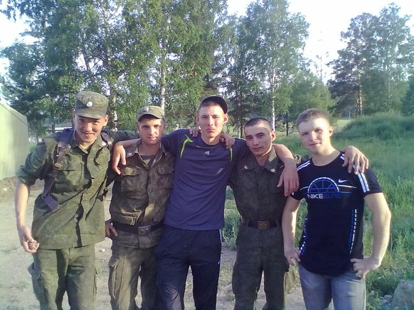 A younger Gritsyuk with Russian soldiers
