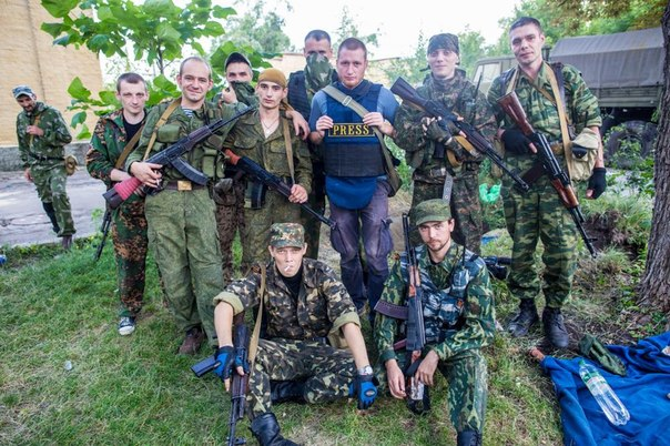 Russian mercenary Gritsyuk with his fellow terrorists and Russian press