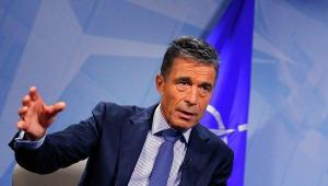 NATO chief Anders Fogh Rasmussen said NATO will not interfere in Ukraine's decision whether to change its policy of non-alliance