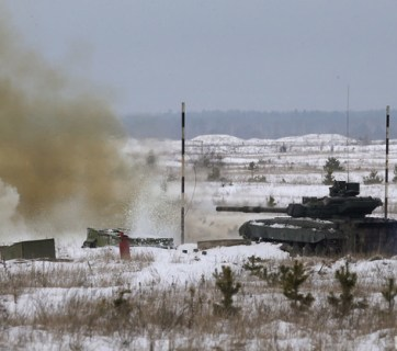 Ukrainian tank shelling Russian army