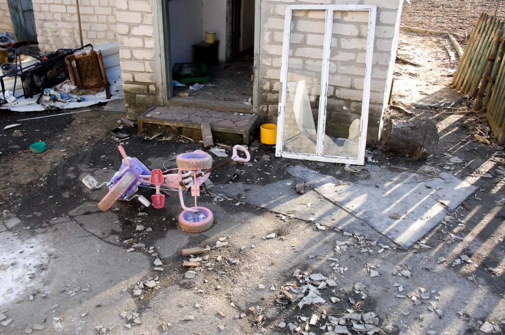 Devastation caused by Russian aggression in Donbas, Ukraine (village of Peski) (Image: http://maxrokotansky.livejournal.com)