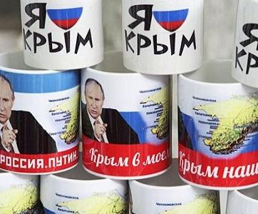 Post-Crimean Anschluss propaganda merchandise with images of Putin and the Crimea (Image: kasparov.ru)