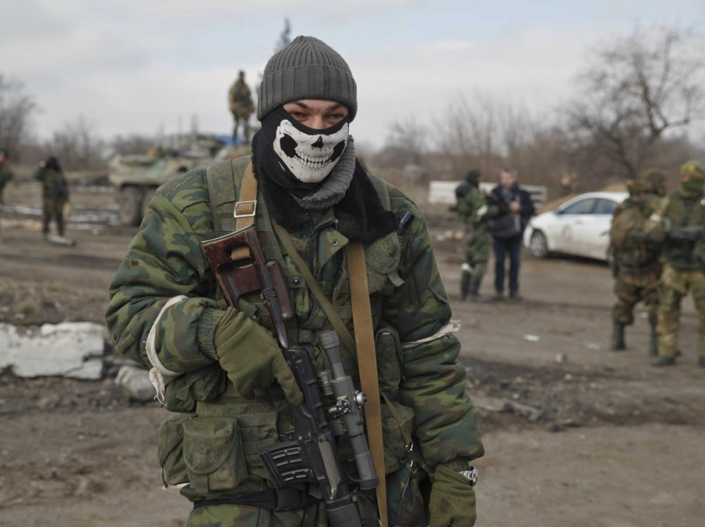 Russia-backed rebel sniper wears a mask in Debaltseve, Ukraine, Friday, Feb. 20, 2015 (Image: Vadim Ghirda/APA)