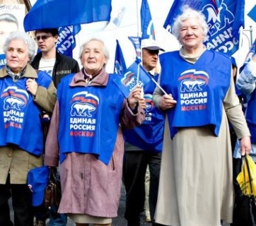 Old Russian women at a United Russia party demonstration (Image: Novyi Region 2)