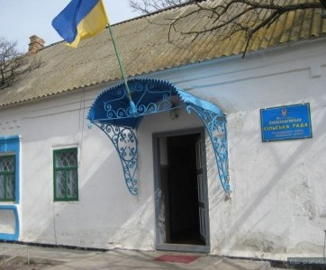The building of the Village Council in the village of Aleksadrivka, Ukraine (Image: foto-planeta.com)