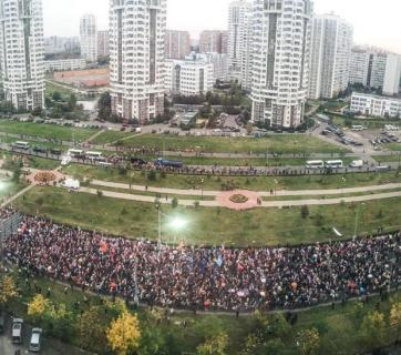 "Thousands gather for ""Change the Power"" Protest in Marino, Moscow, Russia, Sept, 20, 2015 (Photo: Evgeny Feldman, Novaya Gazeta)"