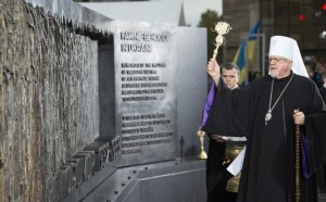His Eminence Metropolitan Antony of the Ukrainian Orthodox Church of the US blesses the Holodomor Memorial on November 7, 2015 in Washington, DC. The Holodomor Memorial honors the millions of victims of the 1932-1933 genocidal famine in Ukraine. AFP PHOTO / MOLLY RILEY