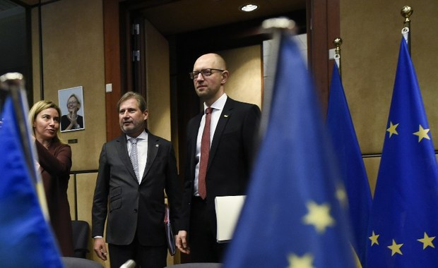 EU Commissioner of European Neighbourhood Policy and Enlargement Negotiations Johannes Hahn, Ukraine's Prime minister Arseniy Yatsenyuk, and High Representative of the Union for Foreign Affairs and Security Policy and Vice-President of the Commission Federica Mogherini in Brussels on December 7, 2015. /Photo: AFP