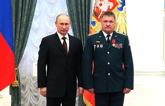 Photo: Russian Armed Forces Major General Valerii Hryhorovych Asapov (Russian: Валерий Григорьевич Асапов), being still in the rank of a Colonel of AF RF, receives blessing from the Kremlin's host Vladimir Putin to conduct military aggression in Ukraine. Source: gur.mil.gov.ua
