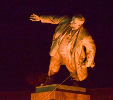 Lenin hits the dust in Kharkiv, September 28, 2014
