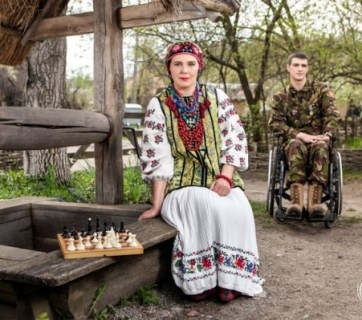 Uliana Vinyarska and son Volodymyr Vinyarsky, wounded at Starobilsk, Luhansk Oblast on June 4, 2014