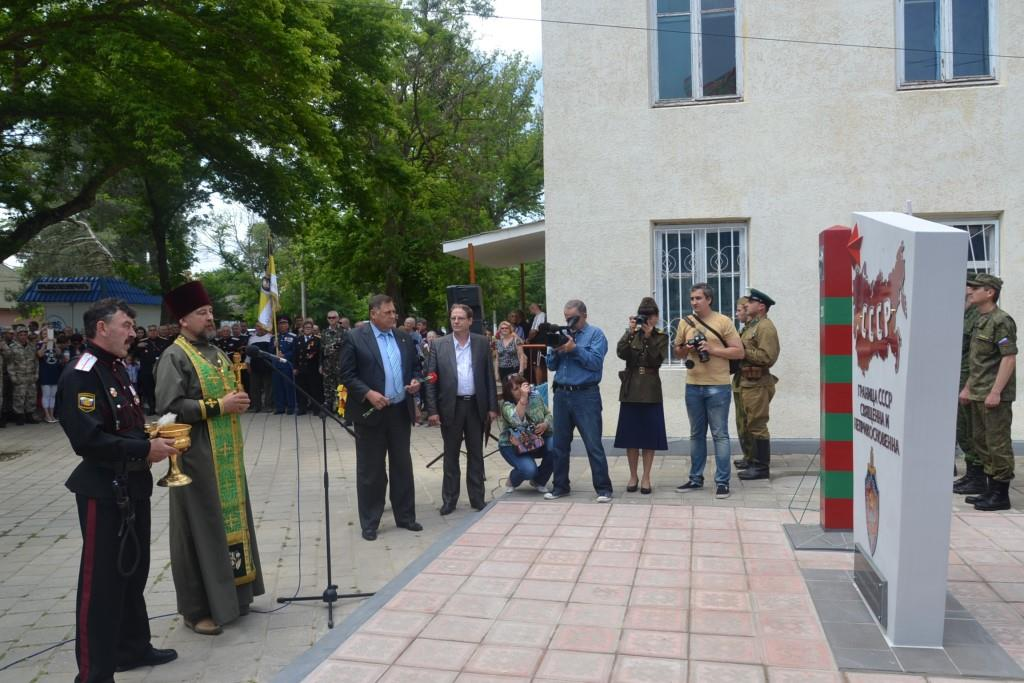 The unveiling of a new monument to the Soviet Union's KGB borderguards troops was opened in the town of Lenino of occupied Crimea. (Image: reporter-crimea.ru)