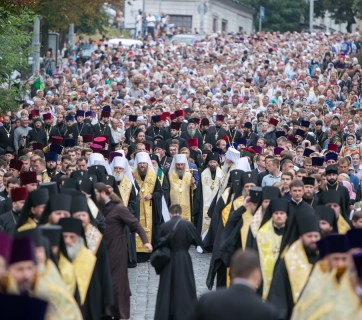 A procession of the Ukrainian Orthodox Church of the Moscow Patriarchate