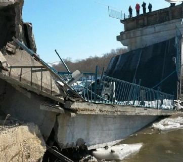 One of the four bridges in Primorye region of the Russian Far East that have collapsed in the first five months of 2016. (Image: kp.ru)