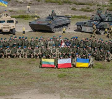 Soldiers in the Multi-National Brigade take a group photo during the opening ceremonies of Exercise Anakonda 16. The Multi-National brigade is comprised of soldiers from Lithuania, Poland, and Ukraine. Exercise Anakonda 16 was a Polish-led joint multinational exercise that brought together 24 allies and partner nations to test the ability and readiness of the Polish Armed forces with allies and partners. (Image: Staff Sgt. Philip Steiner / dvidshub.net)