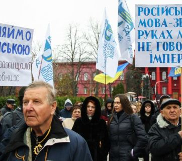 "Protest against Russification of Ukraine on Ukrainian Language and Literature Day, Kyiv, November 9, 2016 Speak Ukrainian so that Russia can't come to ""protect"" Russian speakers / The Russian language is Moscow's weapon!"