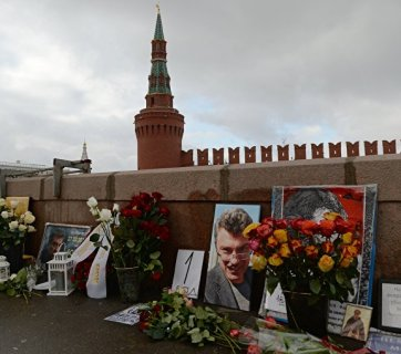 The bridge where Nemtsov was shot in Moscow is filled up with flowers each day, which are cleared by the municipal services. Photo: Valery Melnikov, RIA Novosti