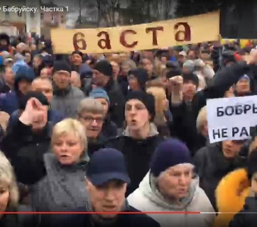 """Non-vagrants"" march in Babruysk Belarus, March 12 2017 (Image: video capture)"