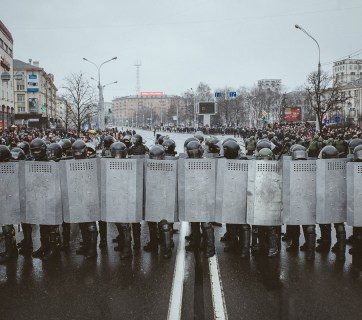 A police cordon in Minsk gets ready to detain protesters on 25 March 2017. Photo: tut.by