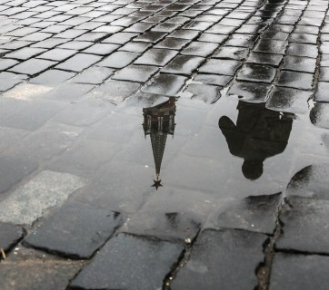 The Kremlin in a puddle, Moscow, Russia (Image: D. Abramov / vedomosti.ru)