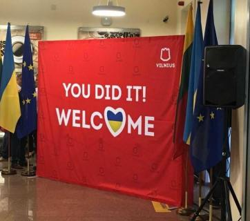 Vilnius Airport greets its first visa-free Ukrainian visitors. Photo: social media