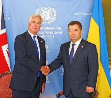 Ukraine's Minister of Defense Stepan Poltorak at a meeting with the UK's Secretary of State for Defense Michael Fallon at a meeting in London in September 2016. Photo: rbc.ua