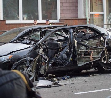 Toyota Camry damaged in a blast. Kyiv, 8 September 2017. Photograph: Dmytro Rusanov/Hromadske