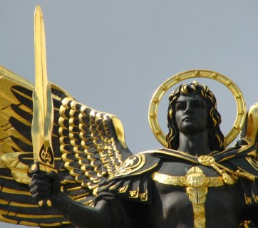 Archangel Michael statue in Kyiv, Maidan Nezalezhnosti square, Ukraine, (Photo: WikiCommons)
