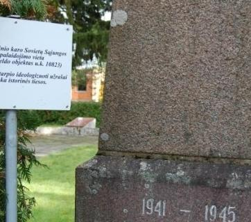 "At a cemetery in a district in northern Lithuania, local officials have not taken down the monuments Moscow erected near the graves of Red Army soldiers but rather put up new signs indicating that ""the ideological inscriptions of the Soviet period do not correspond to historical truth."" (Image: lzinios.lt)"