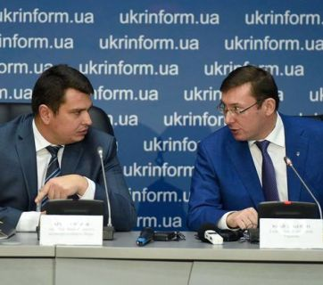 NABU Director Artem Sytnyk (left) and General Prosecutor of Ukraine Yuriy Lutsenko (right). Photo: fb.com/Larysa Sarhan