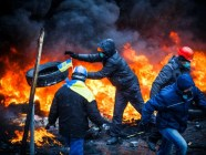 Euromaidan protesters burned tires to create a smokescreen between themselves and the Berkut police. Photo: Ukrayinska Pravda