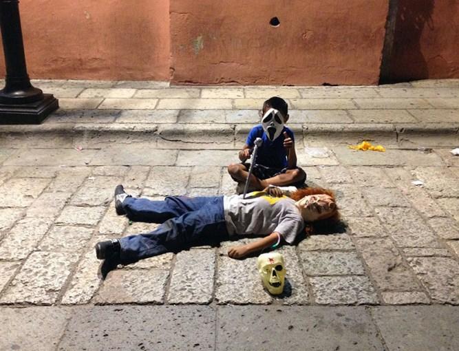 dia-dos-mortos-no-mexico-oaxaca-meninos