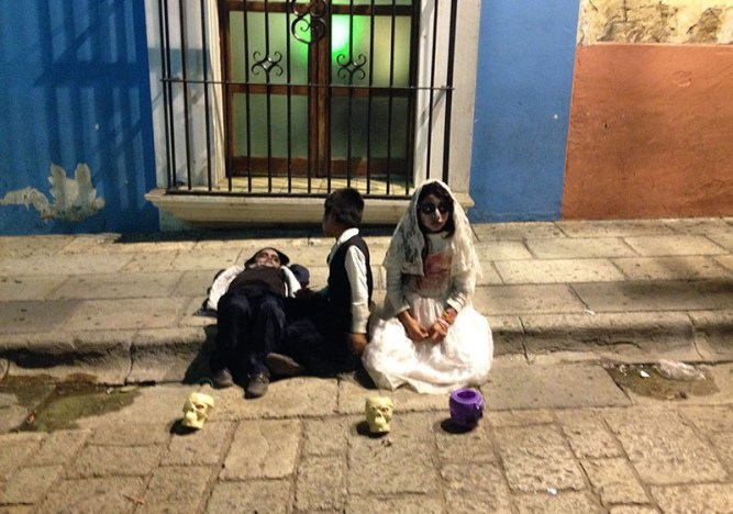 dia-dos-mortos-no-mexico-oaxaca-meninos2