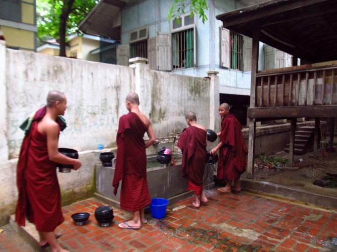 monges-amarapura