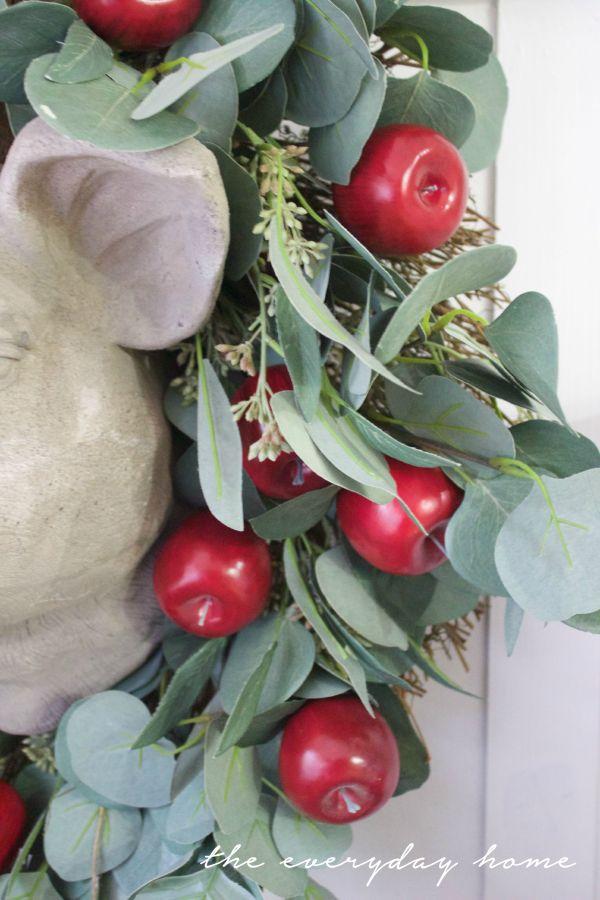 Adding Apples to a Plain Wreath | The Everyday Home | www.everydayhomeblog.com