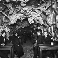 Café de l'Enfer a hell themed cafe in Paris in the early 1900s