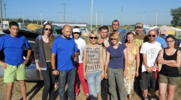 Russian volunteers for flood victims