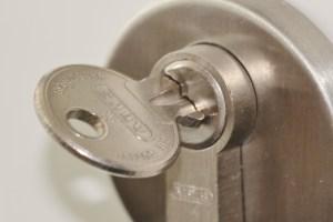 door-lock-407427_1280