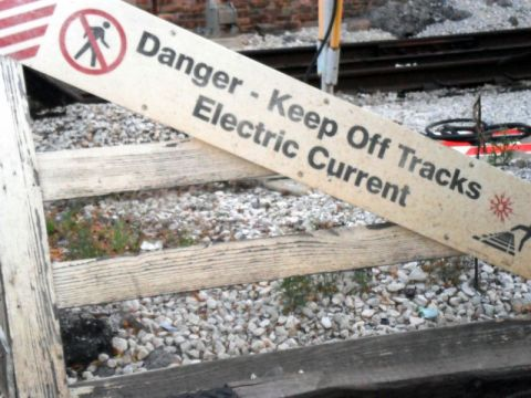Railroad shock sign