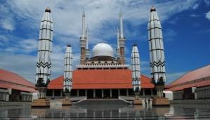 Bangunan utama masjid agung jateng