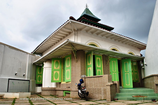 Bangunan utama masjid layur