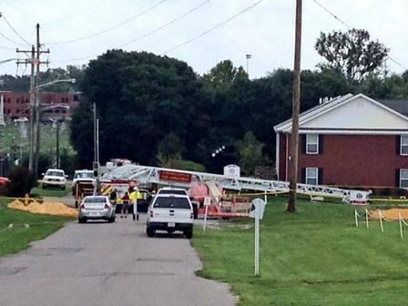 O acidente feriu quatro bombeiros