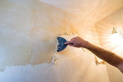 Skim Coating a Wall to Prep for Painting - Extreme How To