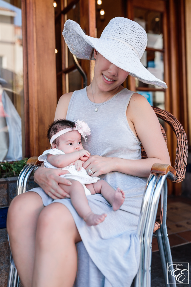 Post-pregnancy new mom style: loosely-flowing dress, wide-brimmed sunhat and sunglasses - and baby!