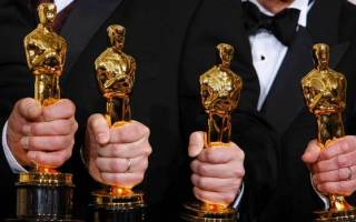 white men-holding-oscars