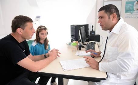 Resultado de imagem para Temer assina lei que prorroga por mais 3 anos programa Mais Médicos