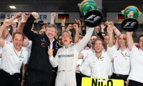 Ross Brawn, Nico Rosberg & Mercedes GP celebrate victory
