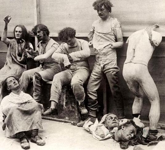Ødelagte voksfigurer etter en brann hos Madam Tussaud i London, 1930